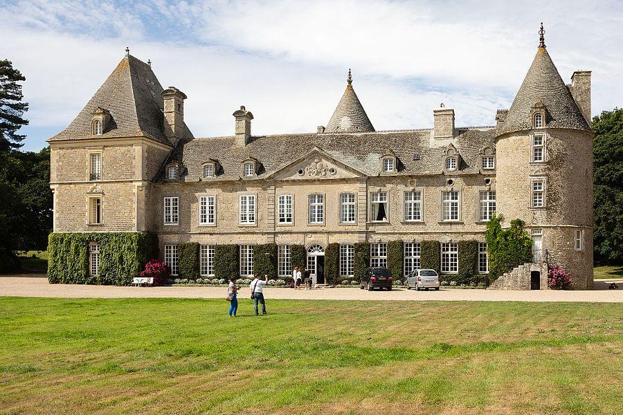 Français:  Façade du château de Tocqueville à Tocqueville (France).
