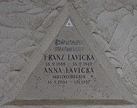 Feuerhalle Simmering - Arkadenhof (Abteilung ALI) - Anna Lavicka 02.jpg