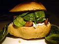 Flickr - cyclonebill - Sandwich med gedeost, spinatblade og ristede svampe.jpg