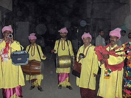 A Punjabi dhol band, performing at a wedding in Multan Folk singers in multan.JPG