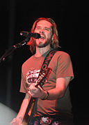 Former American Idol contestant Bo Bice performs for service members assigned to Joint Task Force Guantanamo DVIDS354770.jpg