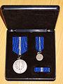 Forsvarets medalje for internasjonale operasjoner i boks.jpg
