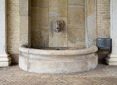 Fountain at Viborg Katedralskole.jpg