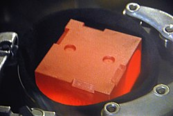 Glühender Klotz aus Plutoniumoxid
