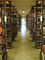 Göteborgs universitetsbibliotek hyllor.jpg
