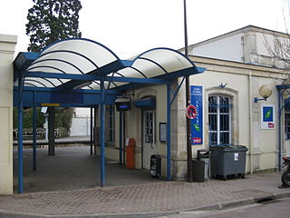 train station in the commune of Sèvres (department Hauts-de-Seine).