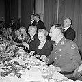 Gasten aan de dinertafel 1e van rechts generaal Kruls, Bestanddeelnr 255-8082.jpg