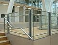 Geländer aus feuerverzinktem Stahl und Glas.jpg