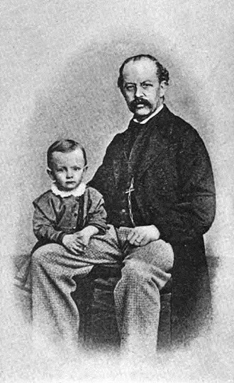 Gerhart Hauptmann - Hauptmann with his father, Robert.