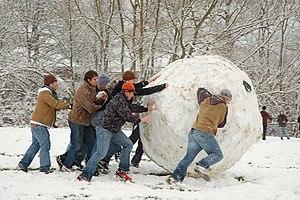 Snowball - Making a giant snowball