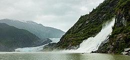 Glaciar Mendenhall y cascada Nugget, Juneau, Alaska, Estados Unidos, 2017-08-17, DD 07.jpg