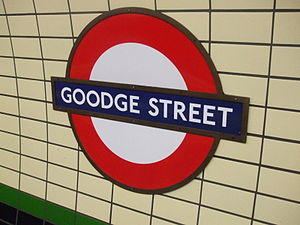 English: Roundel on Goodge Street tube station...