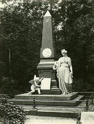 Alter Johannisfriedhof - Grassi monument