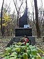 Grave of the pilot Mykola Vynohradov 03.jpg