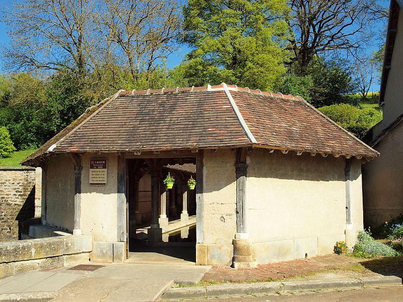 Lavoir de Gy-l'Évêque (Yonne, France)