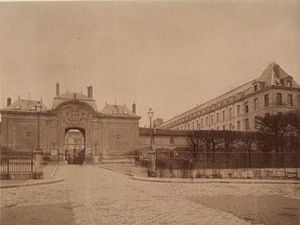 Bicêtre Hospital - Main entrance on Général Leclerc Street in 1901