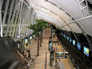 Sunny Bay Station - Disneyland Resort Line platform in 2005