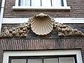 Haarlem - Hagestraat 10 - Schelp.JPG