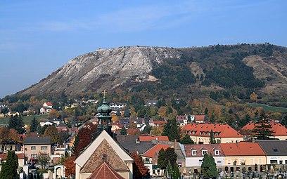 Hainburg an der Donau Friedhofskapelle Braunsberg 2011 a.jpg