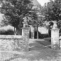 Hekpijlers van het kerkhof van de Hervormde kerk - Sint Laurens - 20129576 - RCE.jpg