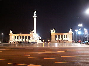 Heroes' Square by night