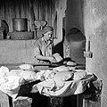 Het dorp Peki'in in Opper Galilea. Interieur van een bakkerij waar de bakker bez, Bestanddeelnr 255-3776.jpg