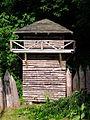 Holzturm am Forstmuseum und Wildpark Alte Fasanerie Klein-Auheim Juni 2012.JPG