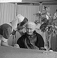 Honderdjarige in verzorgingstehuis in Amsterdam, Bestanddeelnr 913-1359.jpg