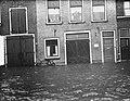 Hoog water in Dordrecht, straten onder water, Bestanddeelnr 906-9155.jpg