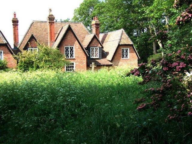 House and churchyard, Battlesden - geograph.org.uk - 183071