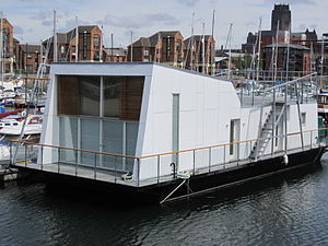 Houseboat, Liverpool Marina.jpg