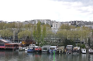 Houseboats on the Seine river in Saint-Cloud 004.JPG
