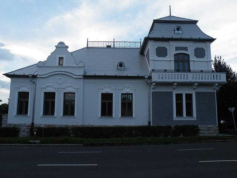 File:Huszár-villa.JPG