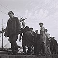 IMMIGRANTS ARRIVING AT THE HAIFA PORT. פליטים, ניצולי שואה, מגיעים לנמל חיפה.D820-087.jpg