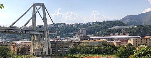 Il Ponte Morandi dopo il crollo, visto da Est, panoramica