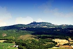 Il monte Castellaro con Groppallo e Barsi.jpg