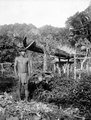 Indian bredvid sin odling i en gammal kanot. Choco, Cocalito. Colombia - SMVK - 003991.tif