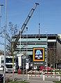 Installation eines neuen ALDI-Schildes in Merzhausen.jpg