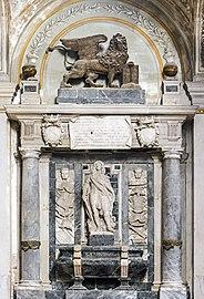 Interior of Chiesa dei Gesuiti (Venice) - right absidial chapel - Monument to Orazio Farnese.jpg