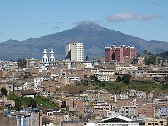 Ipiales, al fondo el volcán Chiles