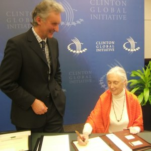 Forests Now Declaration - Image: Jane Goodall signs forests NOW