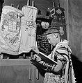 Joodse jongen met een keppeltje op,een gebedsmantel om en voorzien van gebedsrie, Bestanddeelnr 255-4700.jpg