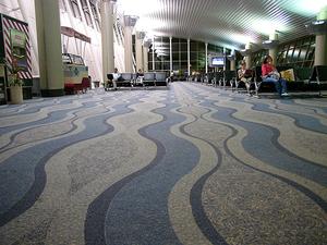 Juan Santamaría Airport interior 3.png
