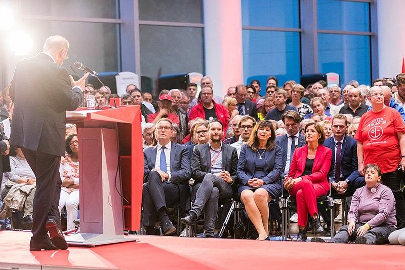 File:Jutta Steinruck, Malu Dreyer, Martin Schulz - 2017256193922 2017-09-13 SPD Wahlkampf Ludwigshafen - Sven - 1D X MK II - 0432 - AK8I7241.jpg
