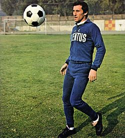 Juventus FC - 1974 - Giuseppe Furino (Training Session).jpg