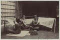 KITLV 5672 - Sem Céphas - Three young women doing batik at Yogyakarta - Around 1915.tif