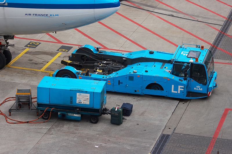 Forum gratis : Airlines Virtual World - Portal 800px-KLM_Pushback_tractor_and_ground_power_unit