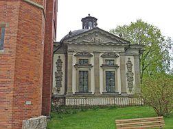 Kaggska gravkor, Floda kirke.