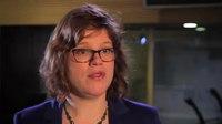 File:Kamerlid Linda Voortman over beleidsmedewerkers en internettende Kamerleden.webm