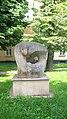 """Kamienna Góra, rzeźba z 1981 roku """"Ziemia, matka nasza"""" (Terra, mater nostra) autorstwa Marii Bor.jpg"""